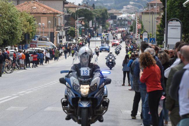passaggio-giro-ditalia-statale-adriatica-civitanova-FDM-11-650x433