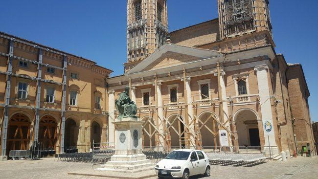 VISITA-PAPA-CAMERINO-parte-di-piazza-Cavour
