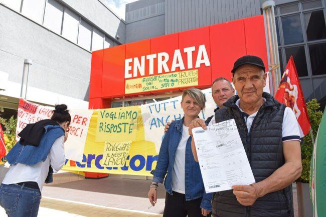 protesta-dipendenti-mercatrone-uno-civitanova-FDM-1-650x434