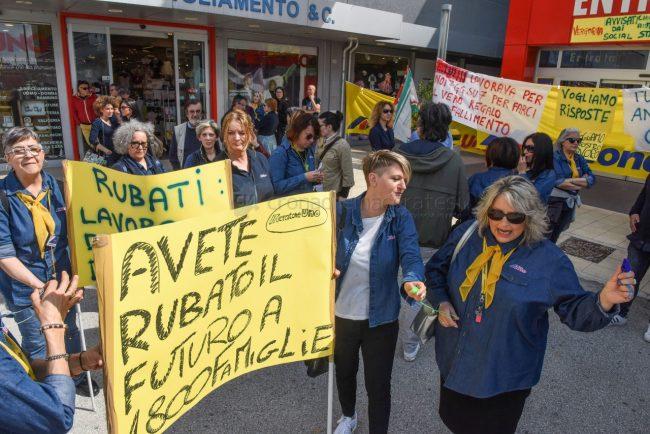 protesta-dipendenti-mercatrone-uno-civitanova-FDM-10-650x434