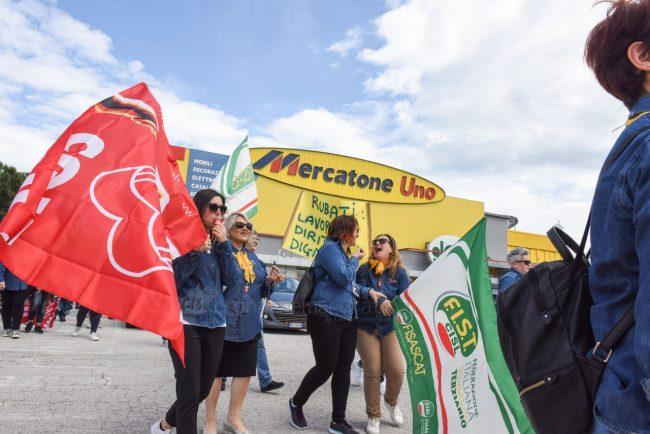 protesta-dipendenti-mercatrone-uno-civitanova-FDM-12-650x434