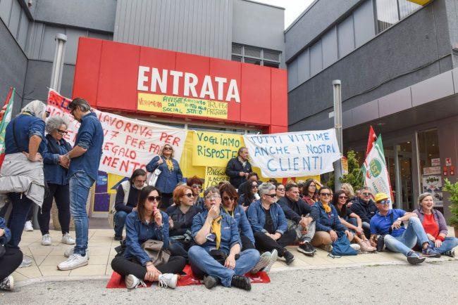 protesta-dipendenti-mercatrone-uno-civitanova-FDM-15-650x434