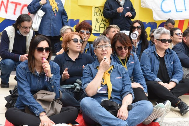protesta-dipendenti-mercatrone-uno-civitanova-FDM-16-650x434