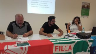 Massimo-De-Luca-Fillea-Cgil-Jacopo-Lasca-Filca-Cisl-e-Filomena-Palumbo-Feneal-Uil-1-325x183