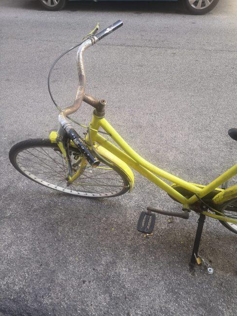 bici-buco-nellasfalto-parcheggio-via-vodice-3-488x650