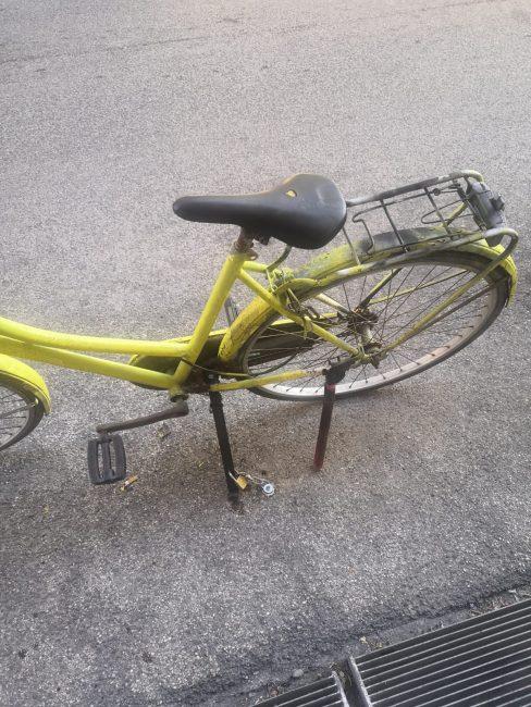 bici-buco-nellasfalto-parcheggio-via-vodice-4-488x650
