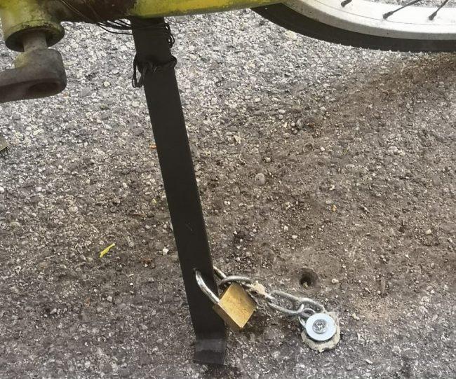 bici-buco-nellasfalto-parcheggio-via-vodice-8-650x541