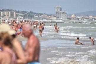 mare-spiaggia-estate-lungomare-nord-civitanova-FDM-1-325x217