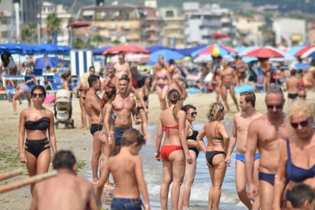 testine-spiaggia-il-veneziano-civitanova-FDM-6-650x433