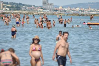 testine-spiaggia-il-veneziano-civitanova-FDM-7-325x217