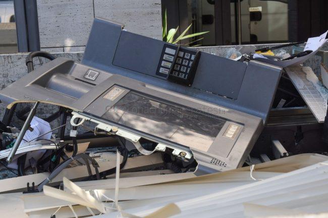assalto-bancomat-banca-di-bari-via-versiglia-civitanova-FDM-1-650x433