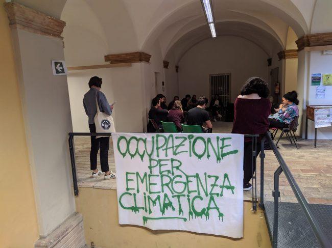 emergenza_clima_occupazione_studenti-1-650x487