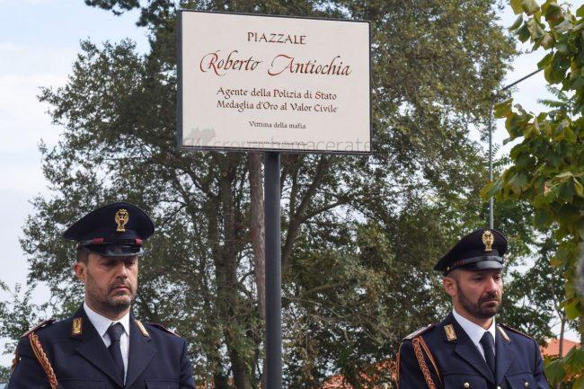 intitolazione-piazzale-antiochia-polizia-gabrielli-recanati-FDM-18-650x433