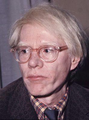 Andy_Warhol_1975-295x400