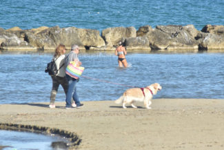 mare-spiaggia-ottobre-civitanova-3-325x217