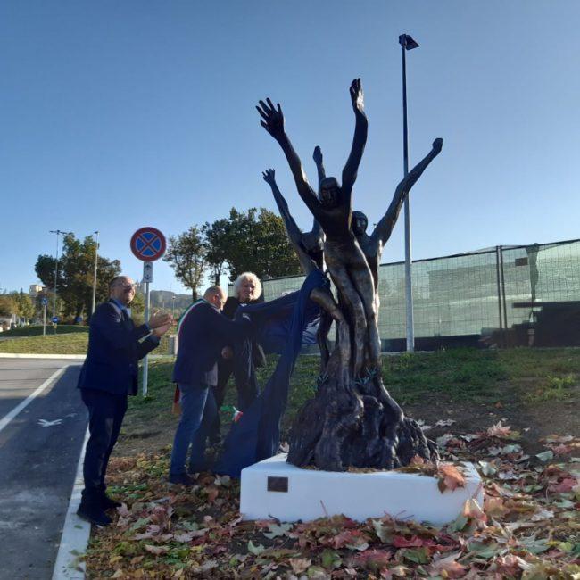 statua-rocchetti-camerino-sisma-7-650x650