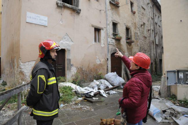 terremoto_manifestazione_piazza_a_visso-FF-11-1-650x432