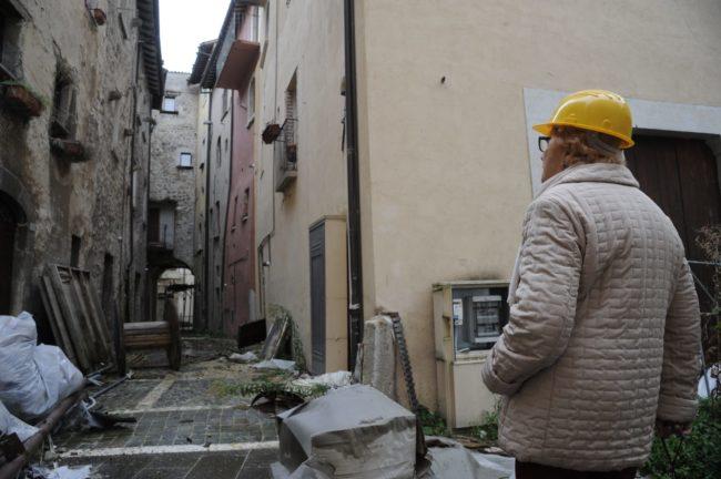 terremoto_manifestazione_piazza_a_visso-FF-12-1-650x432