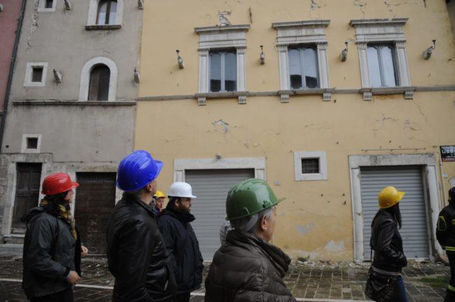 terremoto_manifestazione_piazza_a_visso-FF-13-1-650x432