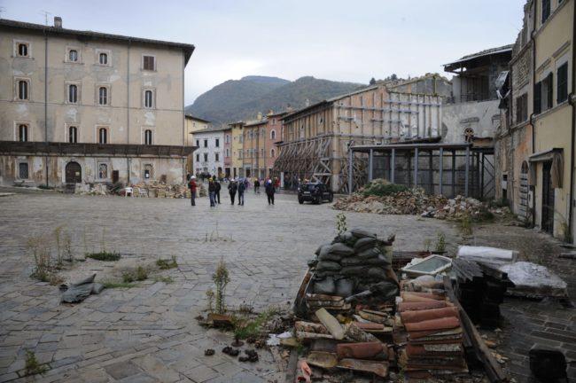 terremoto_manifestazione_piazza_a_visso-FF-14-650x432