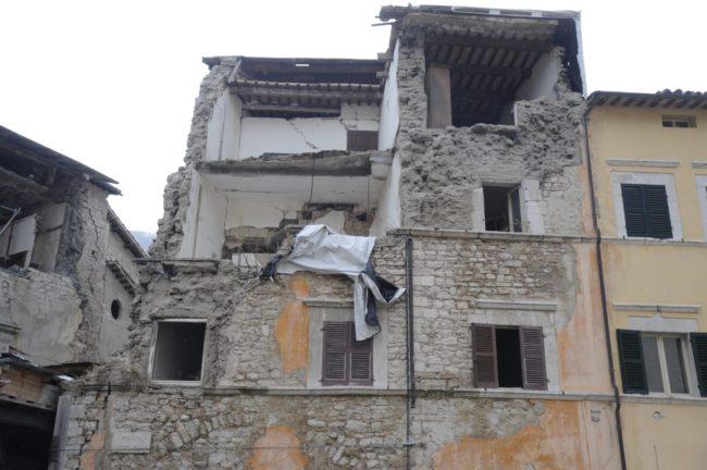 terremoto_manifestazione_piazza_a_visso-FF-16-650x432