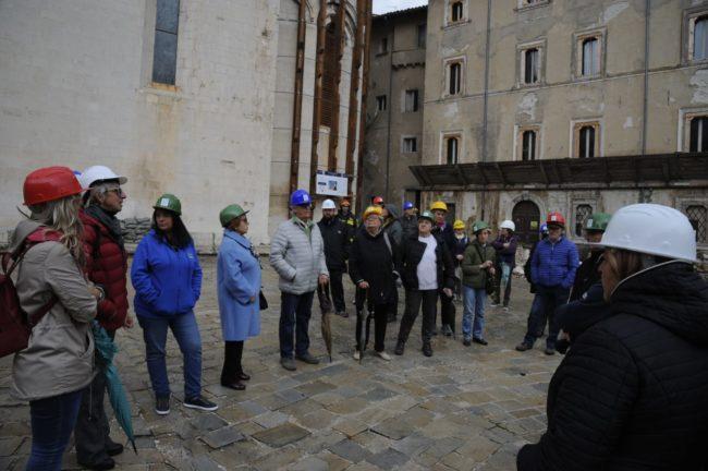terremoto_manifestazione_piazza_a_visso-FF-17-650x432