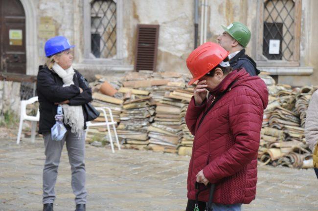 terremoto_manifestazione_piazza_a_visso-FF-2-650x432