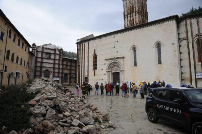 terremoto_manifestazione_piazza_a_visso-FF-20-650x432