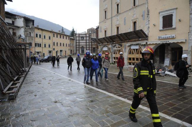 terremoto_manifestazione_piazza_a_visso-FF-4-1-650x432