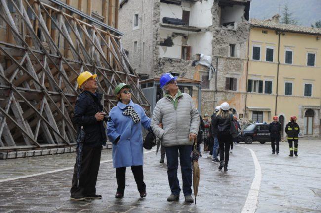 terremoto_manifestazione_piazza_a_visso-FF-5-1-650x432