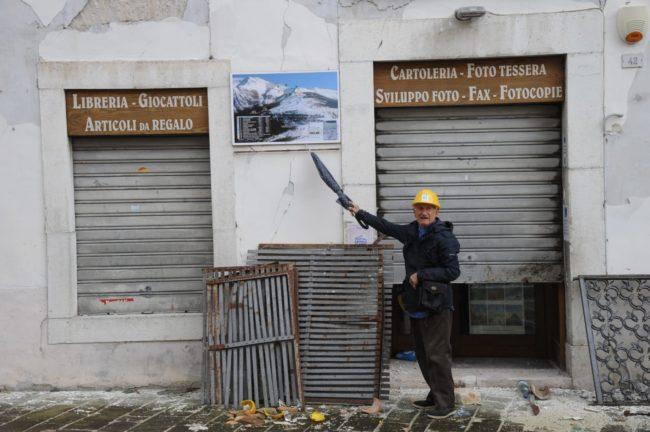 terremoto_manifestazione_piazza_a_visso-FF-7-1-650x432