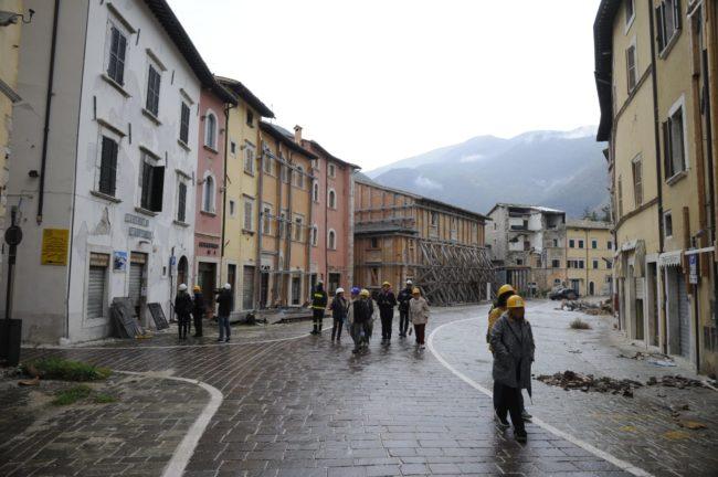terremoto_manifestazione_piazza_a_visso-FF-8-1-650x432