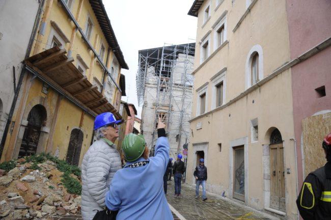 terremoto_manifestazione_piazza_a_visso-FF-9-1-650x432