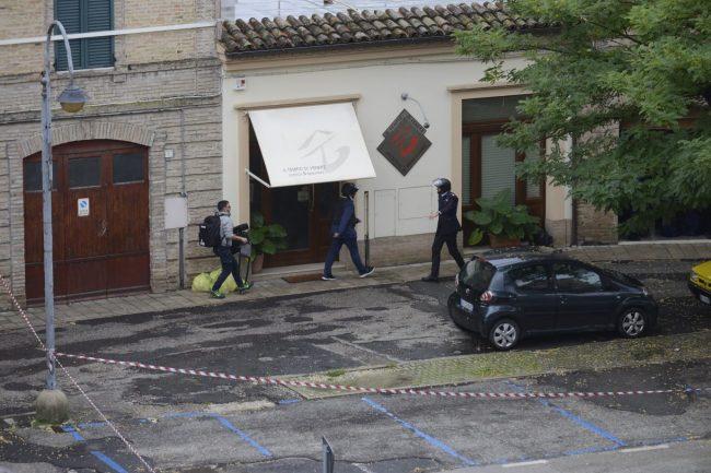 tolentino-barricato-in-casa16-650x433