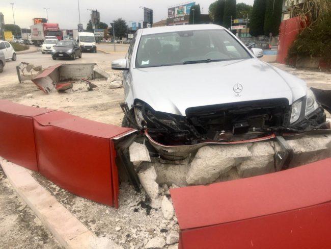 incidente-rotonda-autostrada-1-650x488