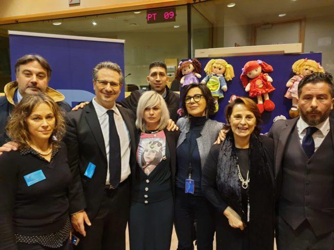 lega-parlamento-europeo-ricordo-pamela-2-650x488