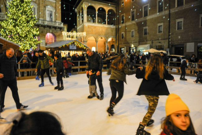 Natale2019_PistaGhiaccio_FF-4-650x433