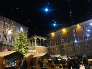 Piazza-Natale-2019-325x244