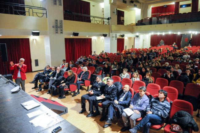 Scuola_ExCasermette_IncontroGenitori_FF-1-650x433