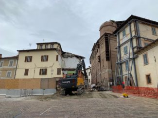 palazzo-luzi-camerino-abbattuto-santa-maria-in-via-1-325x244