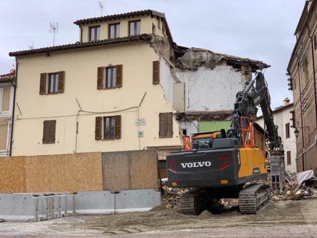 palazzo-luzi-camerino-abbattuto-santa-maria-in-via-2-650x488