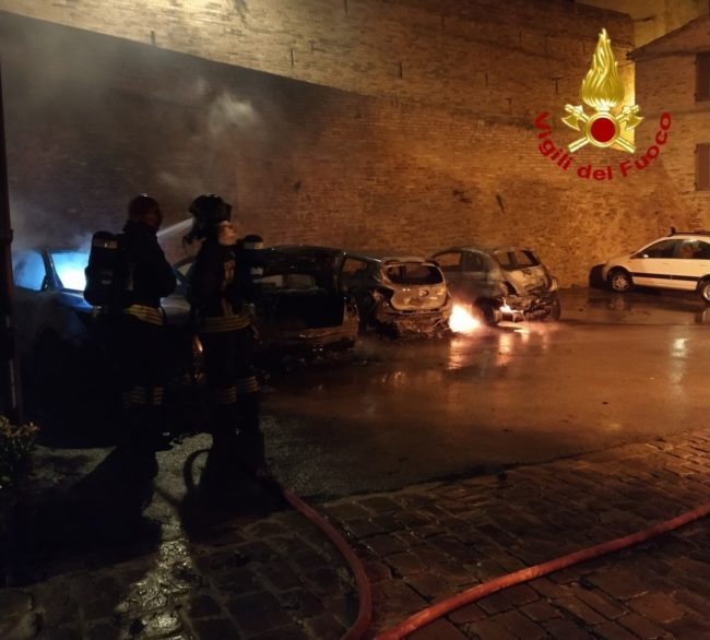 auto-a-fuoco-treia-1-650x586