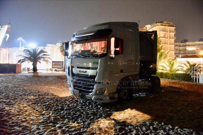 camion-spiaggia-civitanova-1-650x434