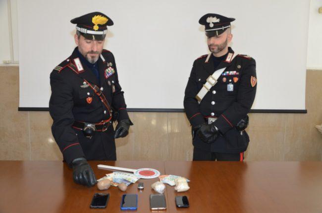 eroina-carabinieri-mezzo-chilo-sequestro