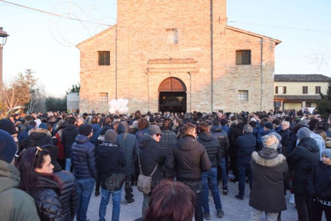 funerale-mattia-perini-chiesa-annunziata-montecosaro-FDM-1-650x434