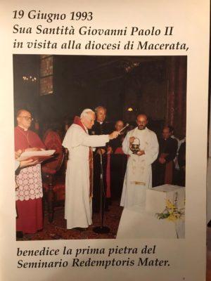papa-Woytila-monsignor_tarcisio_carboni_redemptoris-mater-3-300x400