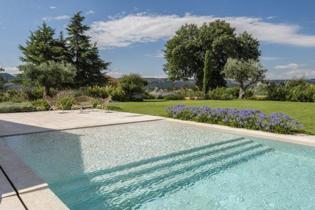 piscina-marmo-bianco-1-650x433