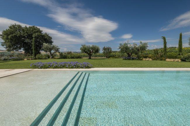 piscina-marmo-bianco-2-650x433