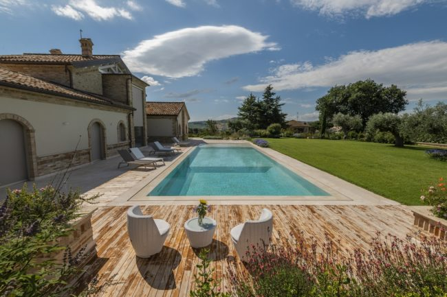 piscina-marmo-bianco-3-650x433