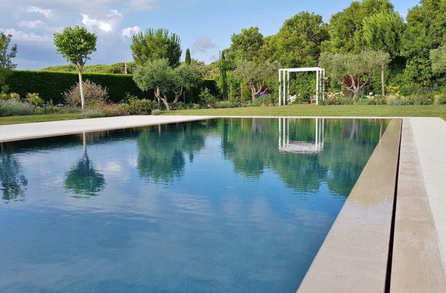 piscina-sfioro-fessura-3-650x428